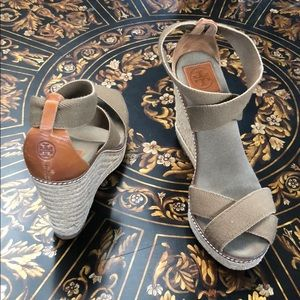 Tory Burch tan leather espadrilles stretchy straps